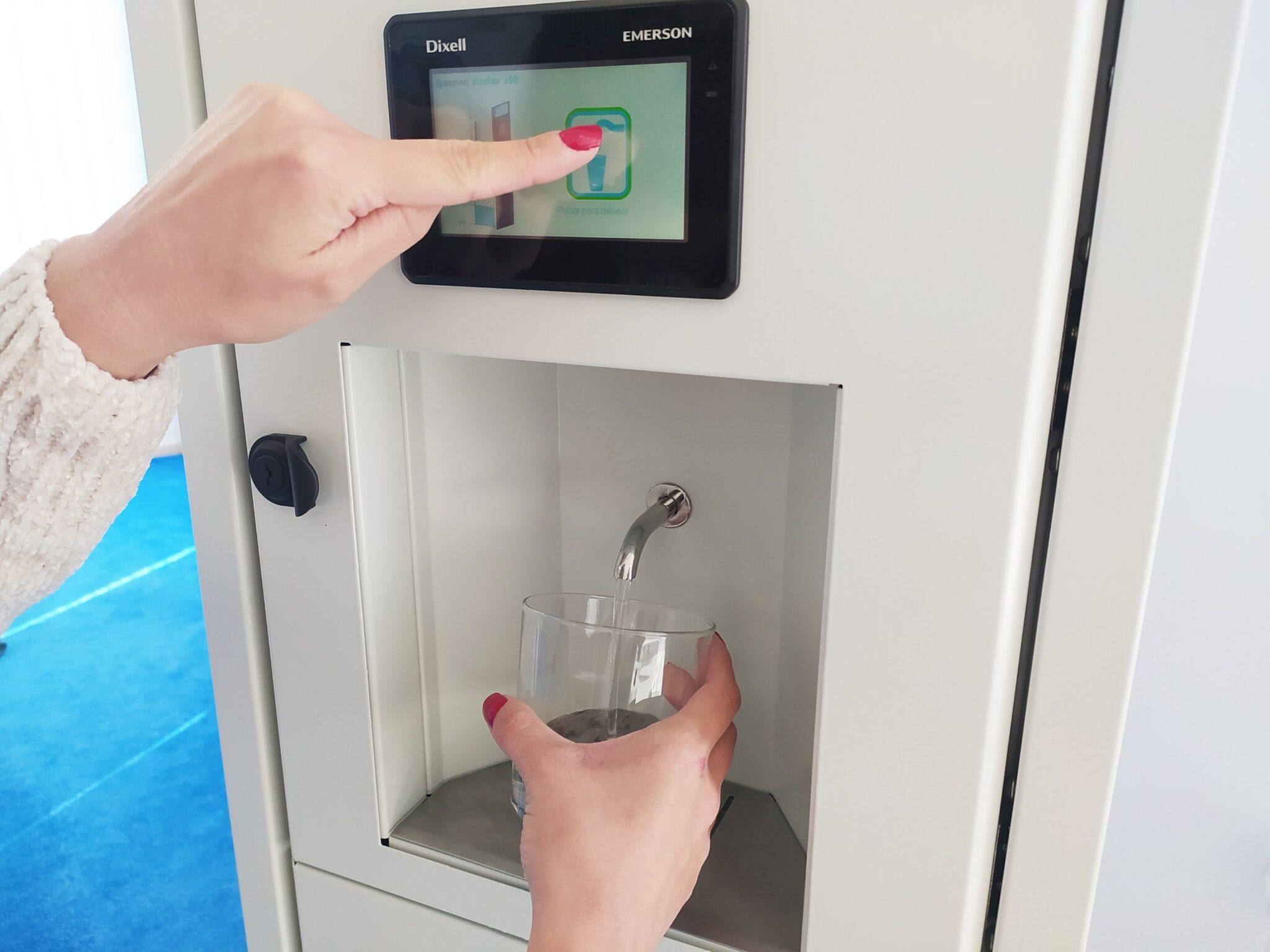 dispensador de agua genaq scaled - GENAQ: Agua pura gracias a su exhaustivo tratamiento