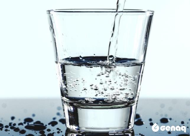 vaso de agua - La calidad del agua de GENAQ: Invencible a las bacterias y los virus